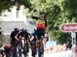 Wout Van Aert prend d'entrée la tête du Tour de Grande-Bretagne 2021
