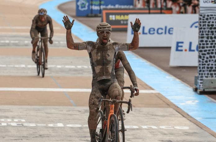 Paris-Roubaix 2021 : Sonny Colbrelli remporte l'Enfer du Nord