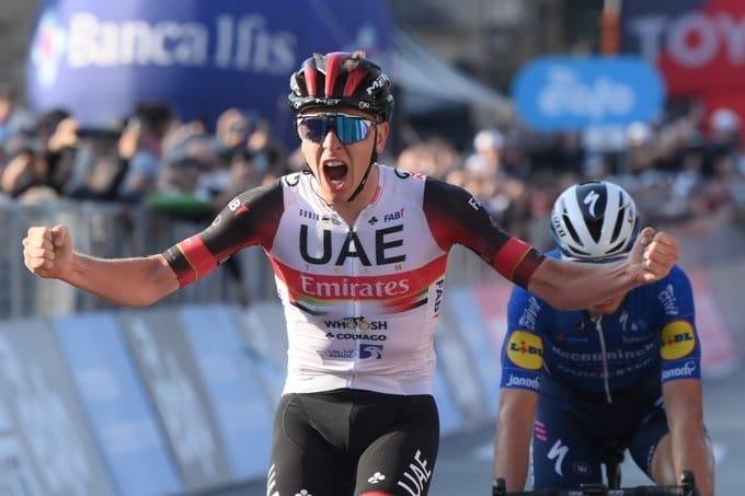 Tadej Pogacar devance Fausto Masnada au Tour de Lombardie 2021