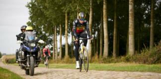 Paris-Roubaix 2021 : Wout van Aert termine sa saison sur l'Enfer du Nord